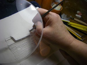 Adjusting the mould using a magnifier